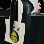 Tasche und Hoodie: BigB aus Beckum wagt sich per Weihnachtsmarkt ganz offline an die Öffentlichkeit!